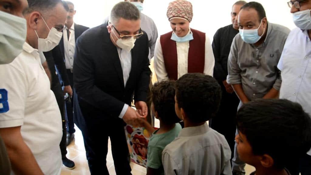 محافظ البحر الأحمر: يفتتح أعمال التطوير بقرية النصر بسفاجا وإطلاق التيار الكهربائي